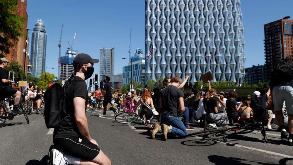 Εκατοντάδες διαδηλωτές σε Λονδίνο και Βερολίνο για τον θάνατο του Τζ. Φλόιντ