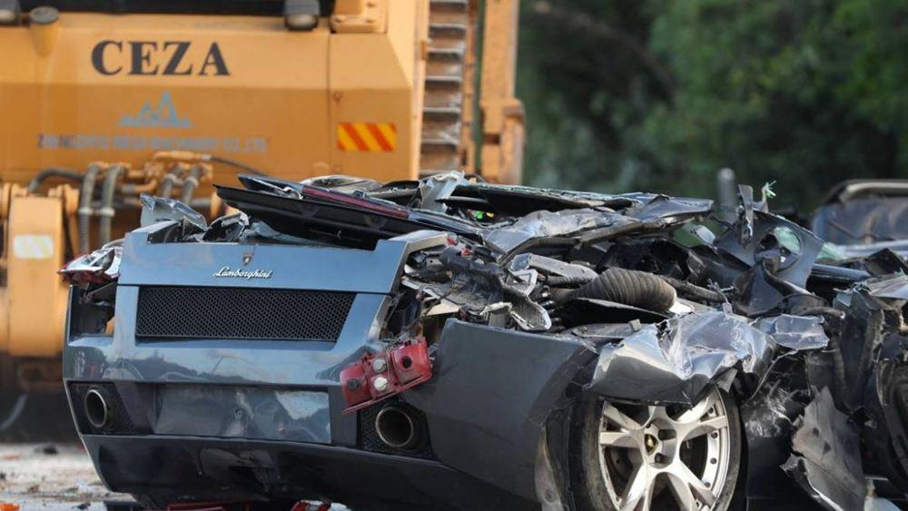 Άμορφη μάζα σιδερικών έγιναν 68 αυτοκίνητα πολυτελείας (vid.)