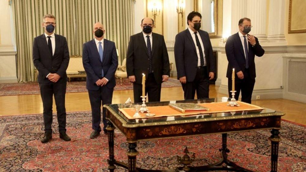 Ορκίστηκαν οι πέντε υπουργοί και υφυπουργοί