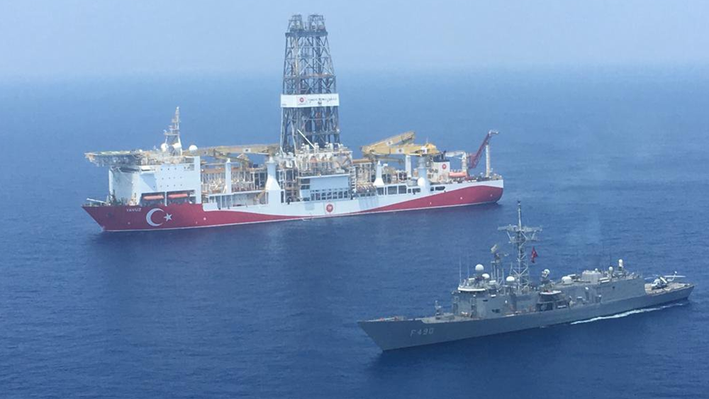 Σόου του τουρκικού υπουργείου Άμυνας με φωτοπγραφίες από τις ναυτικές δυνάμεις στην Κύπρο