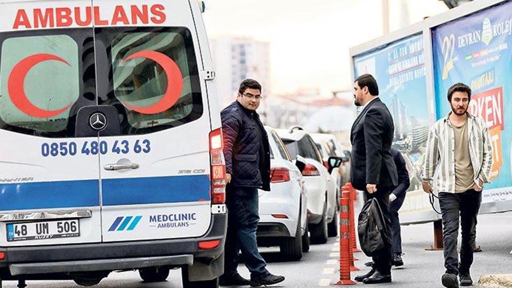 Τουρκικό δαιμόνιο: Με 120 δολάρια χρησιμοποιούν ασθενοφόρα ως ταξί για να γλιτώνουν την κίνηση