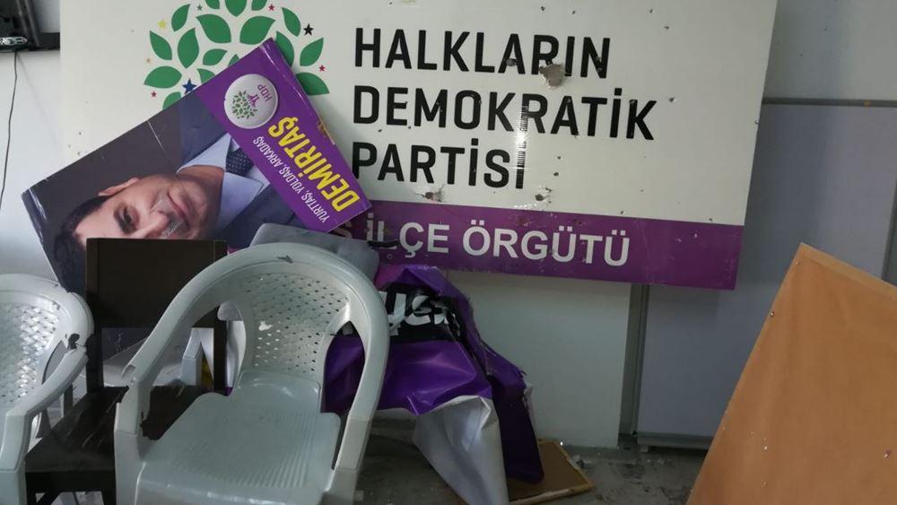 Επίθεση κατά του φιλοκουρδικού κόμματος: Ένοπλος έκανε γυαλιά-καρφιά τα γραφεία του HDP στη Μαρμαρίδα