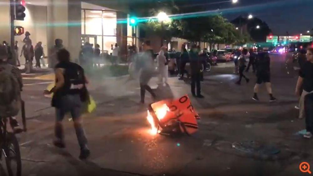 ΗΠΑ: Επεισόδια στη Μινεάπολημετά τον θάνατο νεαρού που πυροβόλησε αστυνομικός
