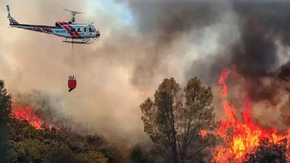 ΗΠΑ: Μάχη για να ελέγξουν τρεις μεγάλες δασικές πυρκαγιές δίνουν οι πυροσβέστες στην Καλιφόρνια