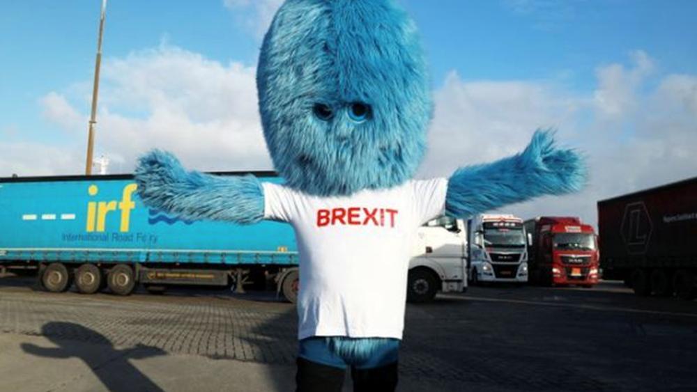 """Μια μασκότ - """"Τέρας του Brexit"""" εγκατέστησε η Ολλανδία στο λιμάνι του Ρότερνταμ"""