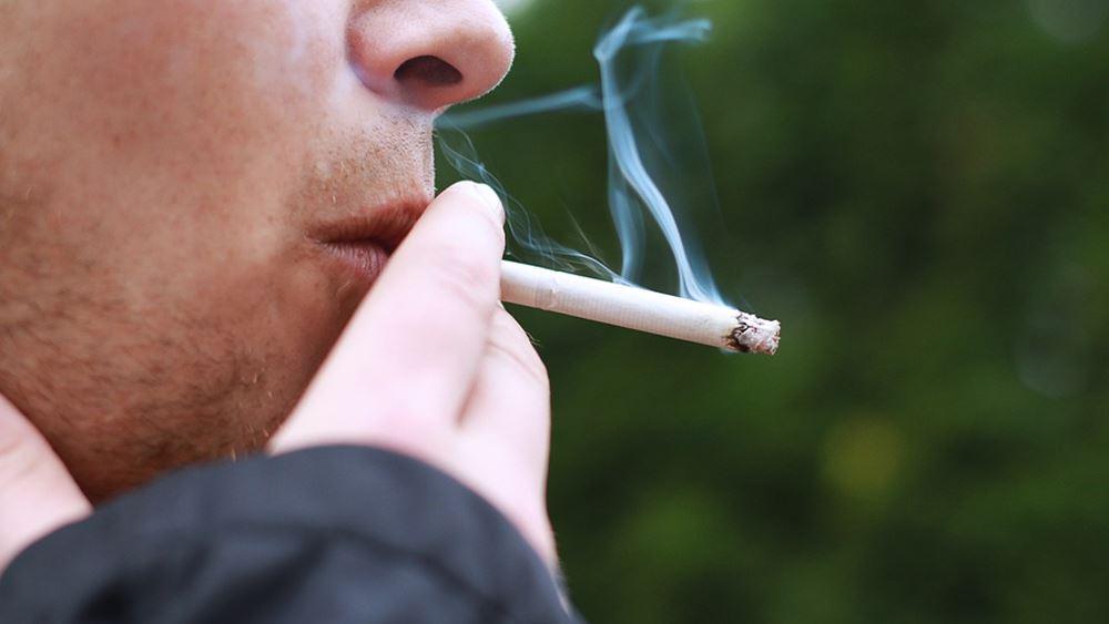 Το κάπνισμα παίζει σημαντικό ρόλο στους θανάτους των νέων ασθενών με κορονοϊό