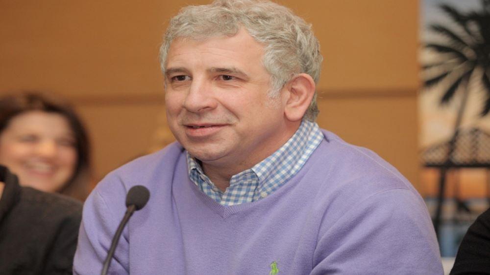 """Πέτρος Φιλιππίδης: Τέλος από το """"Χαιρέτα μου τον Πλάτανο"""" της ΕΡΤ μετά τις καταγγελίες"""