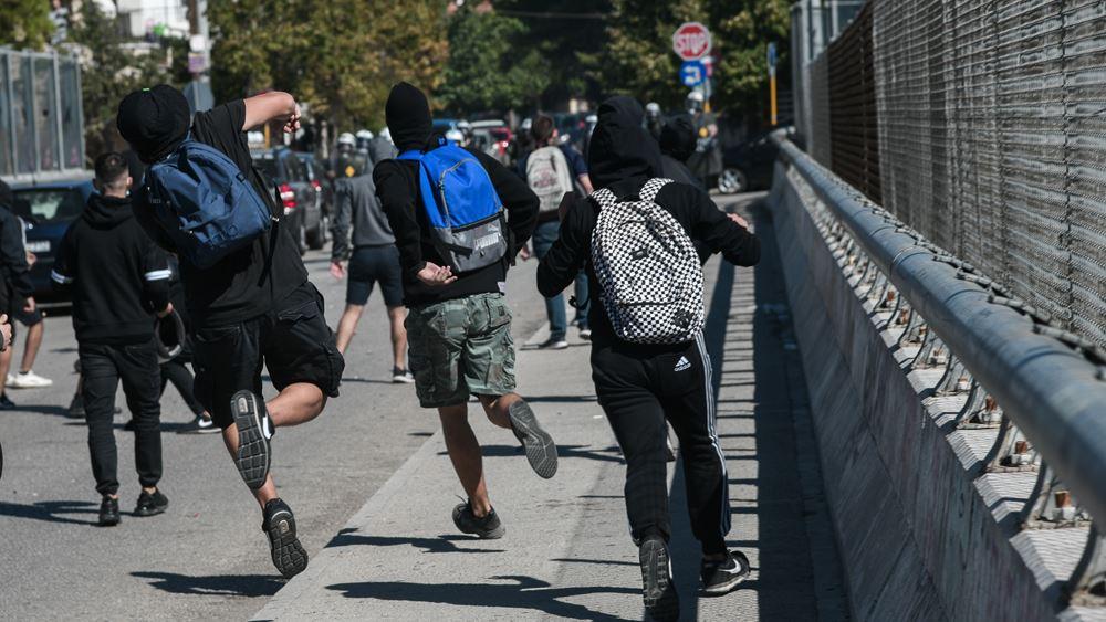 Ένταση στο μαθητικό συλλαλητήριο έξω από το Υπουργείο Παιδείας
