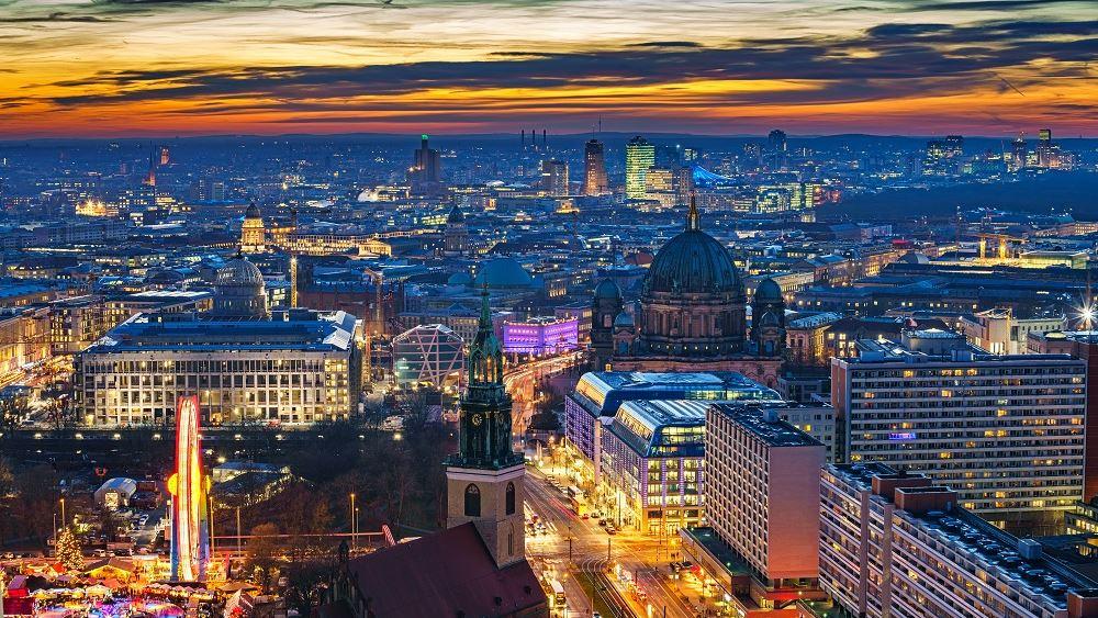 Γερμανία: Στα χρώματα της γαλανόλευκης θα φωταγωγηθούν στις 25 Μαρτίου εμβληματικά κτίρια