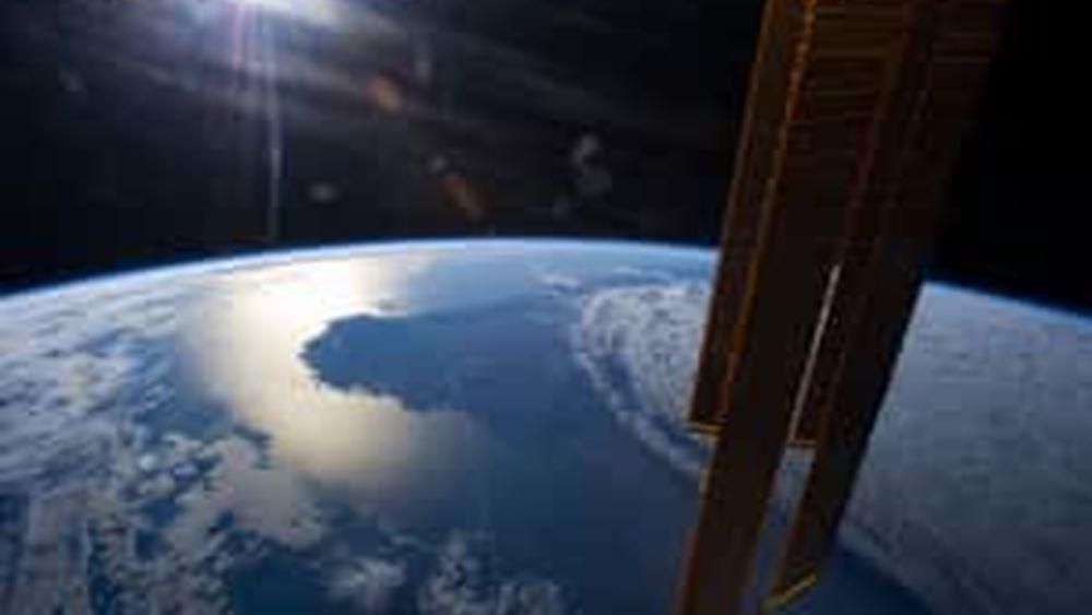 Σε εξέλιξη ο πρώτος αποκλειστικά γυναικείος διαστημικός περίπατος από δύο αστροναύτες της NASA