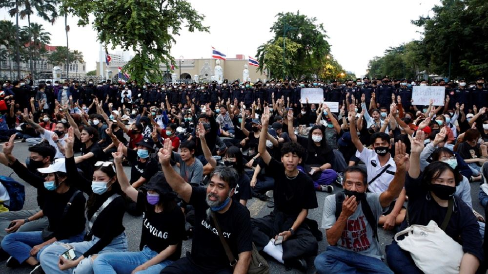 Ταϊλάνδη: Xιλιάδες διαδηλωτές στην Μπανγκόκ ζητούν την παραίτηση του πρωθυπουργού