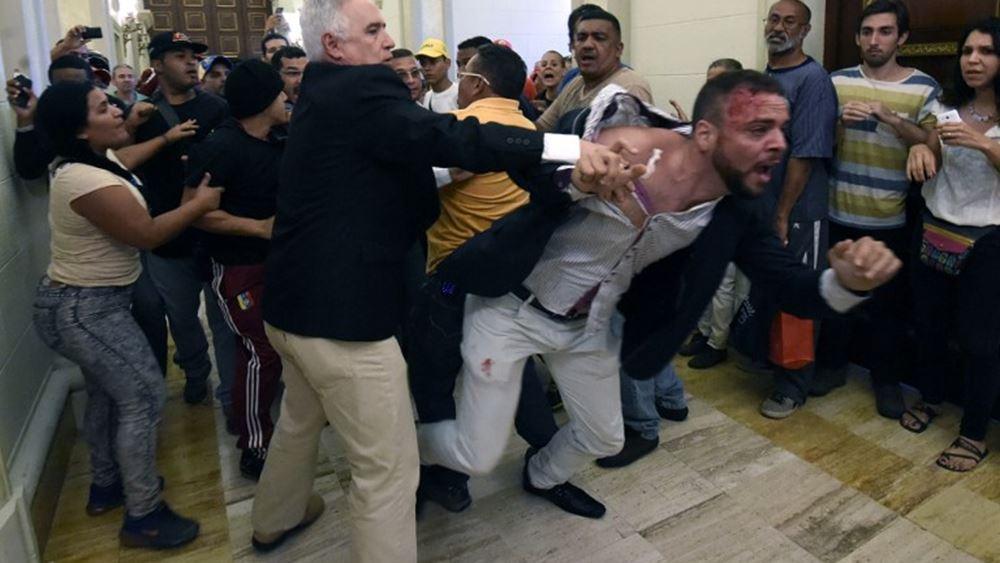 Βενεζουέλα: H Γερουσία παραπέμπει σε δίκη τον Μαδούρο για πραξικόπημα