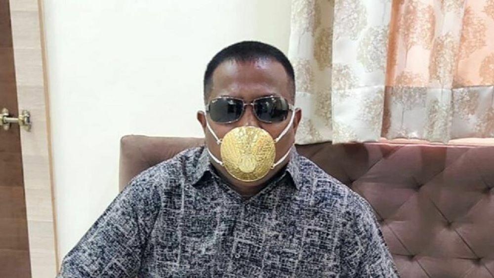 Ινδός πλήρωσε 3.500 ευρώ για χρυσή προστατευτική μάσκα κατά του κορονοϊού