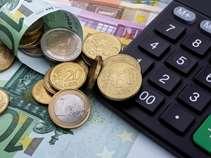 """Στα 220 ευρώ """"κλειδώνουν"""" οι νέες μηνιαίες κατώτατες εισφορές των επαγγελματιών"""