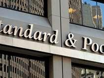 S&P: Ανθεκτικές οι ελληνικές τράπεζες - Τα stress tests απέδειξαν την επιτυχία στη μείωση των NPEs