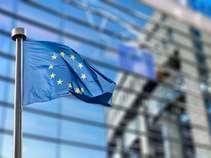 Εύσημα αλλά και συστάσεις από την Κομισιόν για τις ελληνικές τράπεζες