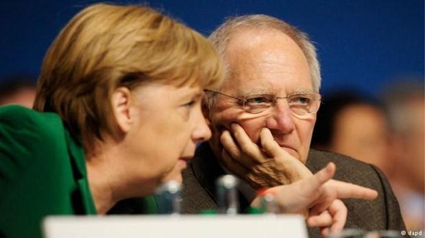 Handelsblatt: Όχι Σόιμπλε και Μέρκελ σε πάγωμα των ελληνικών επιτοκίων