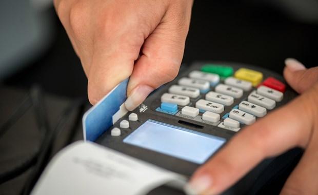 Τα 12 πρώτα επαγγέλματα για υποχρεωτικές συναλλαγές με POS