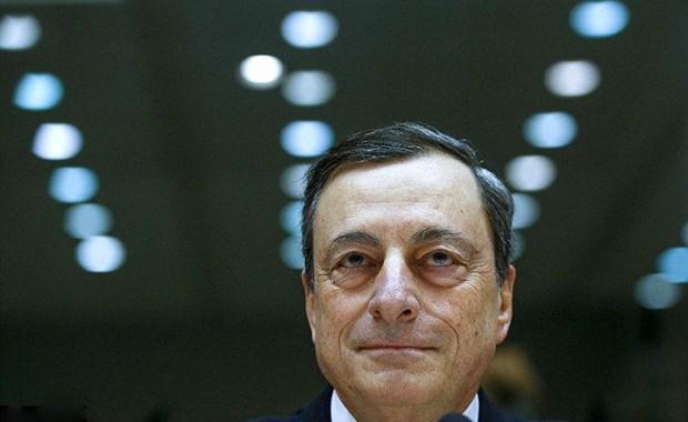 """Αιχμάλωτες των """"υπερόπλων"""" του Draghi οι διεθνείς αγορές"""