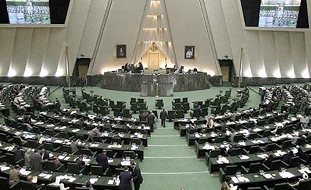 Διπλή επίθεση με τραυματίες και ομήρους στο Ιράν