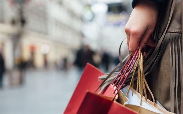 ΗΠΑ: Αυξήθηκαν 7,5% οι πωλήσεις λιανικής τον Ιούνιο