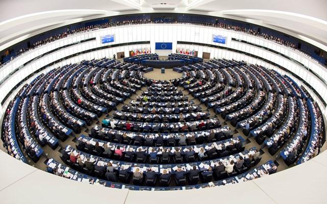 Μακρόν: Να επανέλθουν οι σύνοδοι του Ευρωκοινοβουλίου στο Στρασβούργο από Οκτώβριο