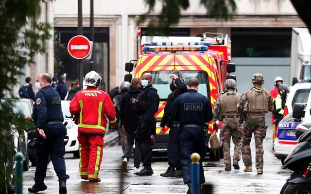 Παρίσι: Η αστυνομία εξετάζει βίντεο με τον φερόμενο δράση της επίθεσης έξω από το Charlie Hebdo