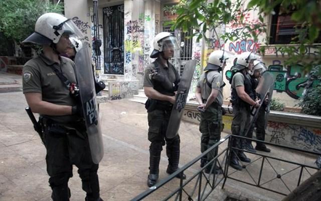 Επεισόδια στα Εξάρχεια: Δέκα προσαγωγές, επτά συλλήψεις, τραυματίες 3 αστυνομικοί