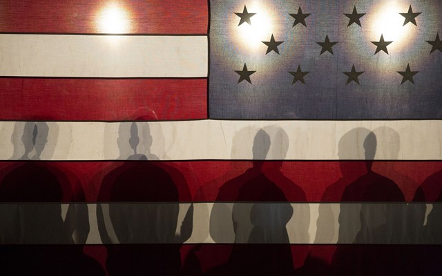 Fed: Χρειάζεται περισσότερη δράση από το Κογκρέσο και την ομοσπονδιακή κυβέρνηση για να πάψουν οι φυλετικές ανισότητες