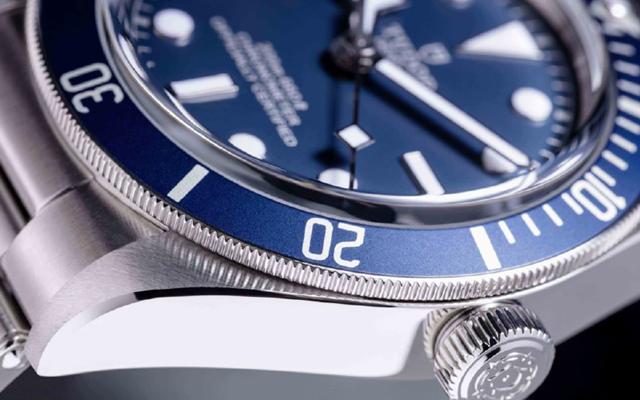 Tudor: Παρουσίασε τη νέα έκδοση Navy Blue του εμβληματικού καταδυτικού μοντέλου της Black Bay Fifty-Eight