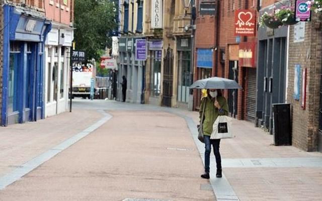 Χαλαρώνει η καραντίνα στο Λέστερ της Βρετανίας, χωρίς ωστόσο να ανοίξουν εκ νέου μπαρ και εστιατόρια