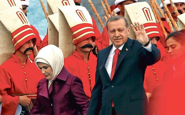 Η τουρκική μηχανή προπαγάνδας στο κόκκινο και το άχαρο φλερτ στην Ιταλία