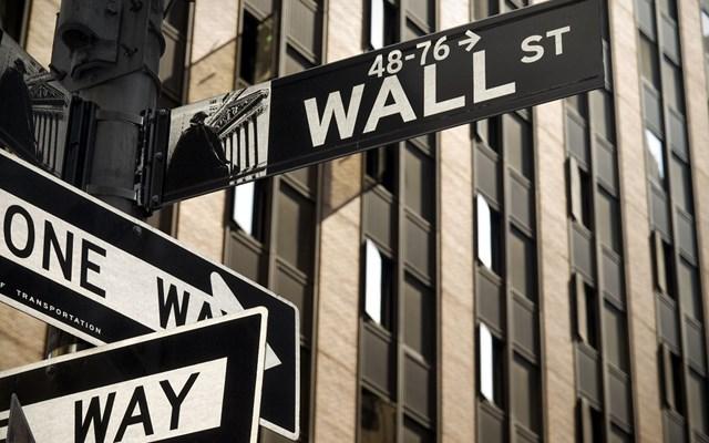 Βουτιά 453 μονάδων ο Dow Jones εν μέσω παγκόσμιας ανησυχίας για τον κοροναϊό