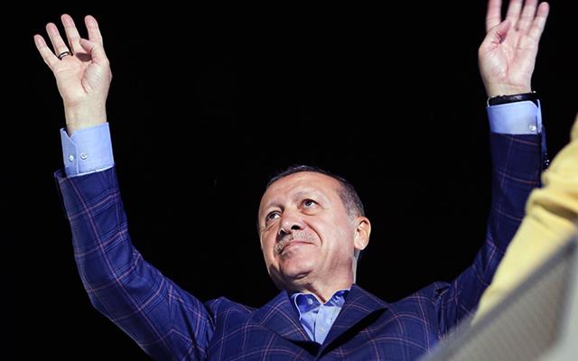 Ο Ερντογάν στέλνει Σύρους στη Λιβύη και κατηγορεί τον Χαφτάρ ότι αδιαφορεί για την ειρήνη