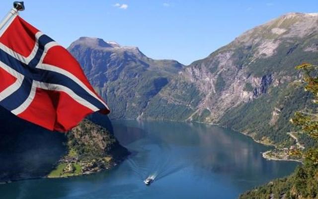 Νορβηγία: Η πρωθυπουργός Έρνα Σόλμπεργκ παραμένει επικεφαλής μίας κυβέρνησης μειοψηφίας