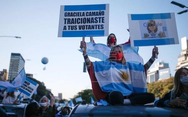 Αργεντινή: Διαδηλώσεις εναντίον των μέτρων για τον περιορισμό της πανδημίας
