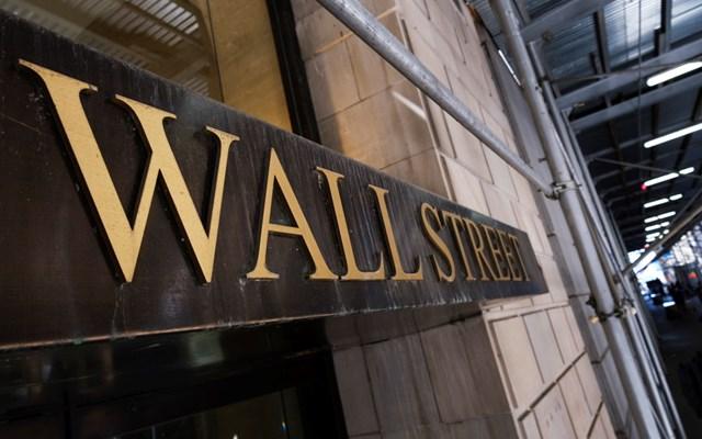 Πιέσεις στη Wall Street εν μέσω ανησυχιών για αργή ανάκαμψη