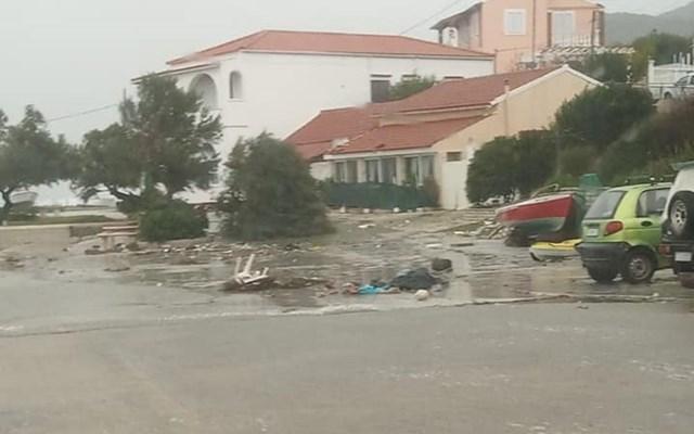 Κέρκυρα: Ξεριζωμένα δέντρα και ζημιές σε σπίτια και καταστήματα από τη σφοδρή κακοκαιρία