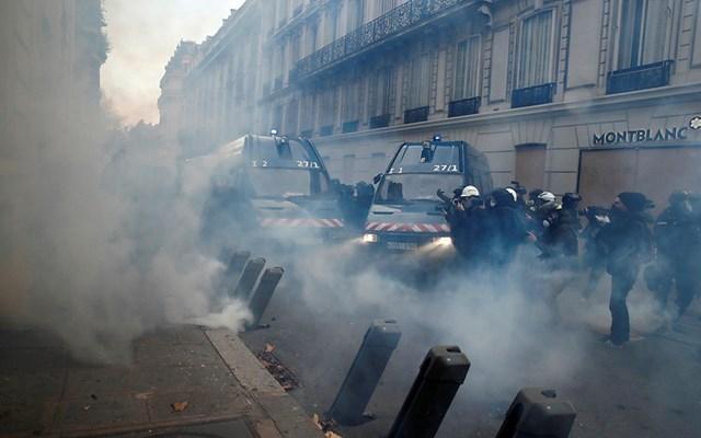 Γαλλία: Τριάντα συλλήψεις κίτρινων γιλέκων