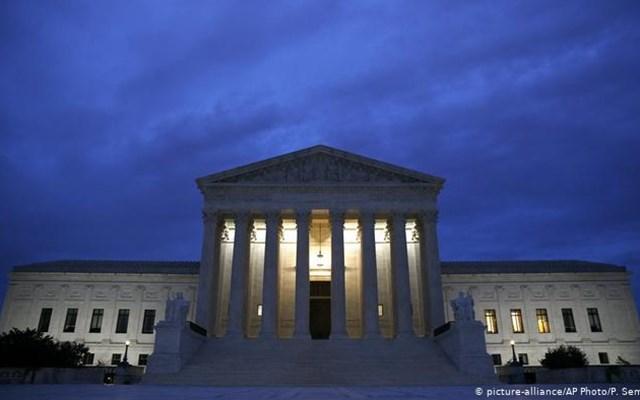ΗΠΑ: Προεκλογικά κόλπα με το Ανώτατο Δικαστήριο