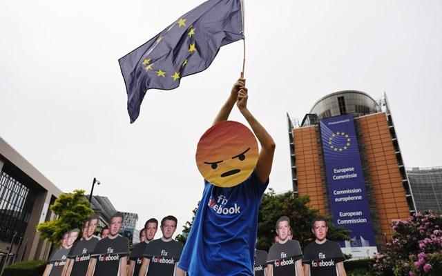 Facebook: Το επιχειρηματικό μοντέλο που μισεί η ΕΕ