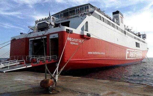 Μηχανική βλάβη στο πλοίο Θεολόγος νότια της Καρύστου
