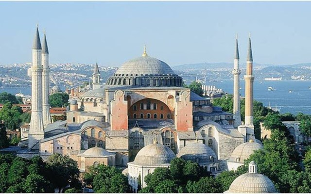 Αγιά Σοφιά: Ανοικτή πρόκληση βλέπουν κυβέρνηση και πολιτικός κόσμος στην απόφαση Ερντογάν