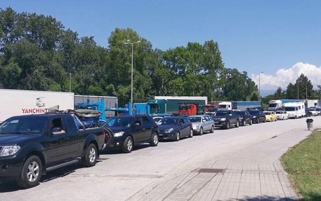 Ουρές χιλιομέτρων τα αυτοκίνητα στον Προμαχώνα