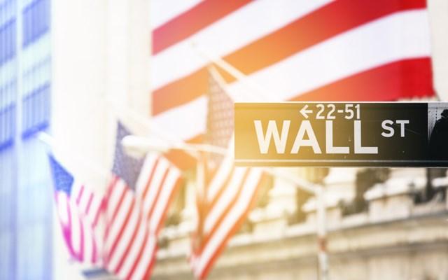 Άλμα άνω του 7% για τους δείκτες της Wall εν μέσω προσδοκιών για επιβράδυνση της εξάπλωσης