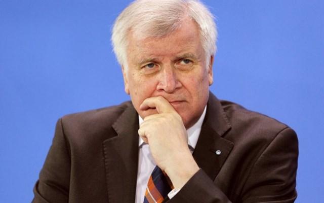 Ζεεχόφερ: Καλή βάση για διαβουλεύσεις η πρόταση της Κομισιόν για το άσυλο