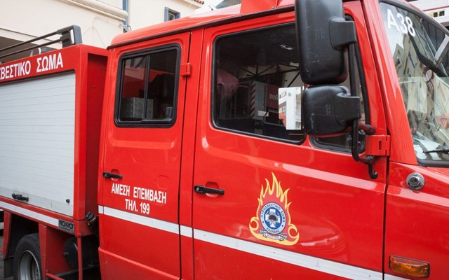 Πυροσβεστική: Υπό μερικό έλεγχο η πυρκαγιά στον Βύρωνα