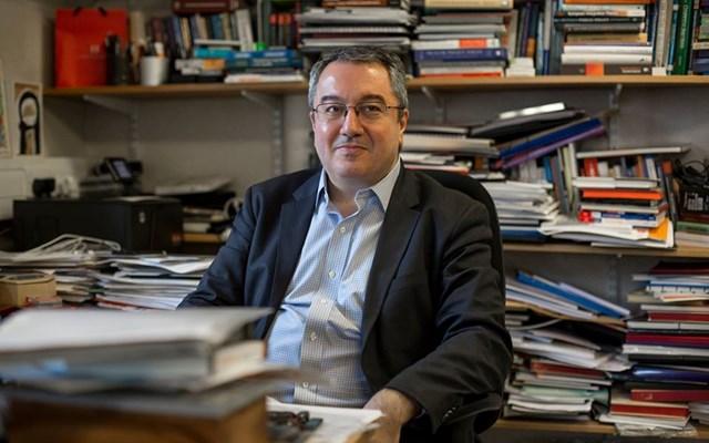 Ηλίας Μόσιαλος: Να αγοράσουν οι κυβερνήσεις τις πατέντες για όλα τα τεστ ταχείας διάγνωσης