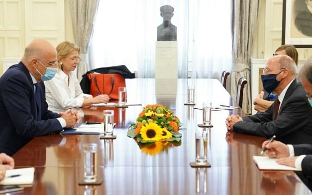 Συνάντηση Δένδια με τον πρόεδρο της ελληνογερμανικής κοινοβουλευτικής ομάδας φιλίας