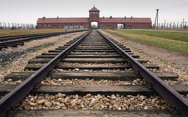 Το Ολοκαύτωμα και η ντροπιαστική διαστρέβλωση της ιστορίας από Ρωσία και Πολωνία